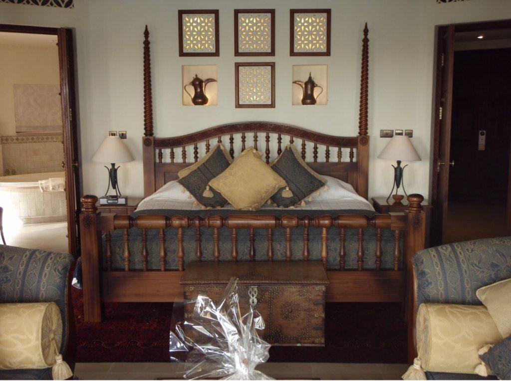 Ein riesiges Bett, noch nie so ein großes Hotelbett gesehen